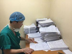 Bác sĩ viện Nhi tư vấn: Có cần thiết phải điều trị hẹp bao quy đầu?